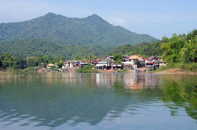 jezero, domy, hory