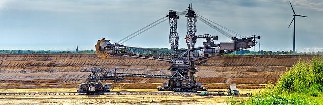 povrchový důl.jpg