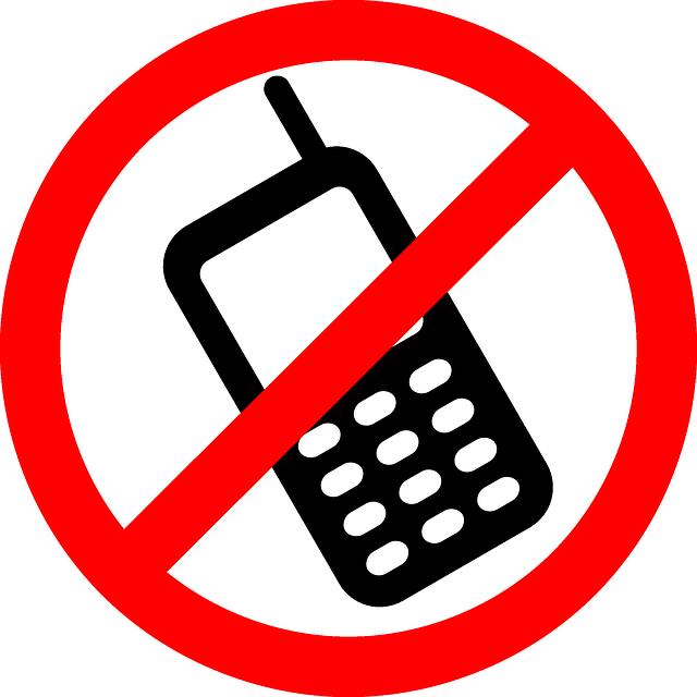 značka zákazu používání mobilů